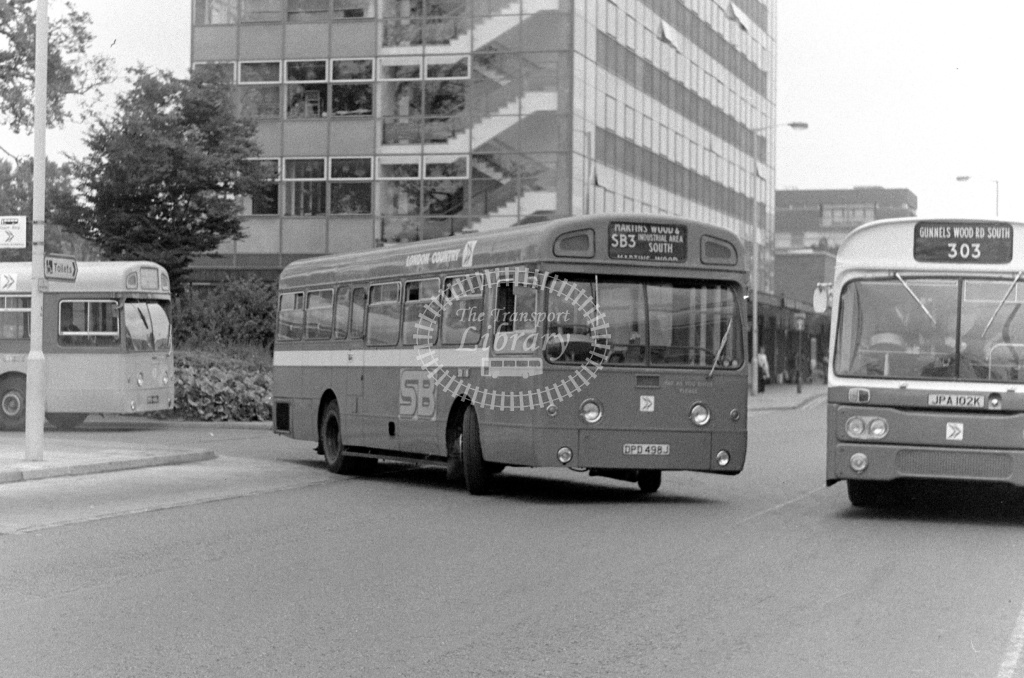 London Country AEC Swift Class SM SM498 DPD498J at Stevenage ,Danestrete  in 1978 on route SB3 - Russell Fell