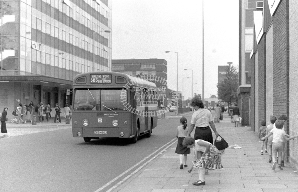 London Country AEC Swift Class SM SM460 DPD460J at Stevenage ,Danestrete  in 1978 on route SB3 - Russell Fell