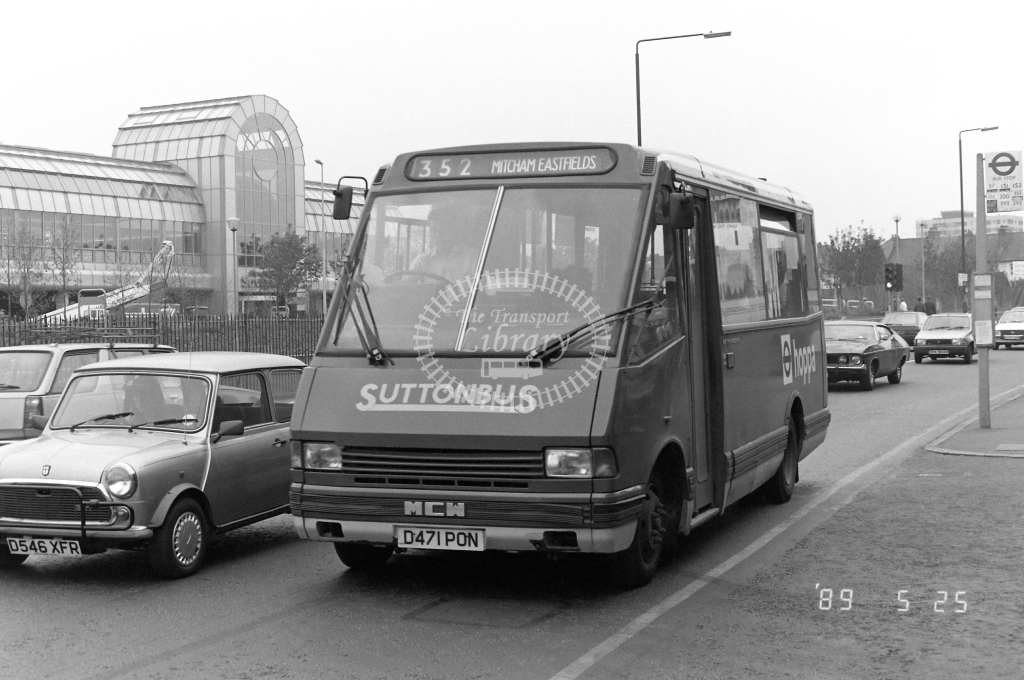 Suttonbus Metrorider Class MR MR11 D471PON at Merton  ,High Street  in 1989 on route 352 - Russell Fell