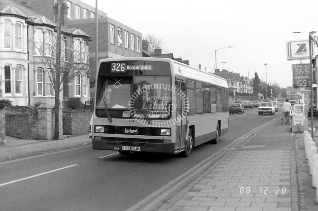 The Bee Line Leyland Lynx 404 F559NJM at High Wycombe ,London Rd.  in 1988 on route 326 - Russell Fell