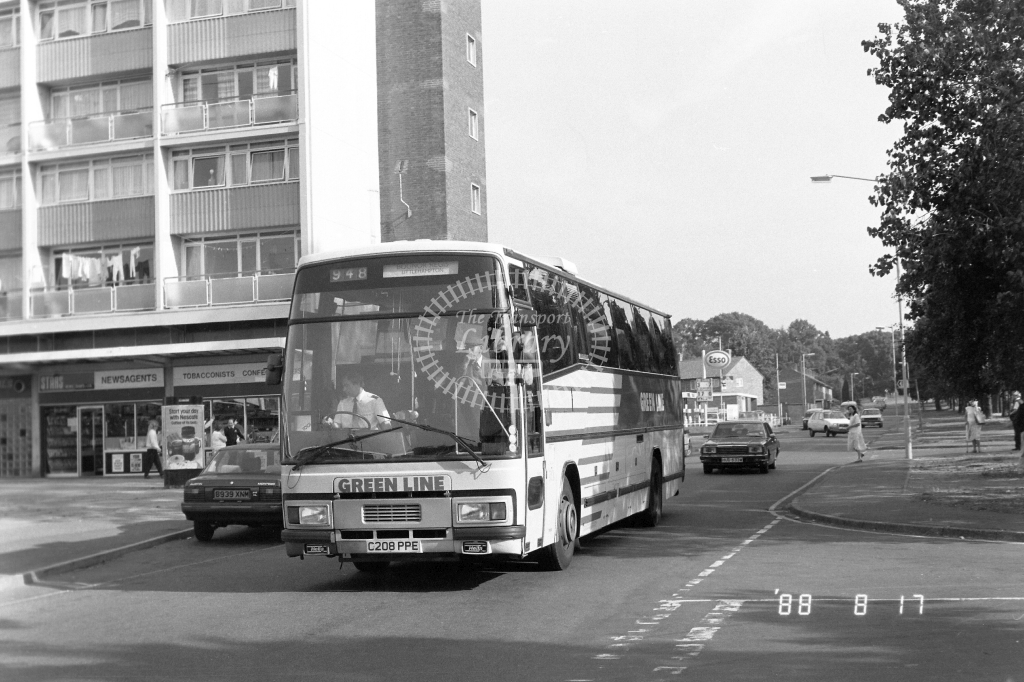 London Country North West Green Line Leyland Tiger Class STL STL8 C208PPE at Slough ,Wentworth Av.  in 1988 on route 948 - Russell Fell