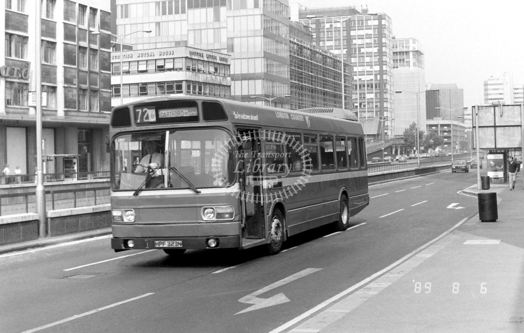 London Country South  West Green Line Leyland National Class SNB SNB173 HPF323N at East Croydon ,Wellesley Rd.  in 1989 on route 726 - Russell Fell