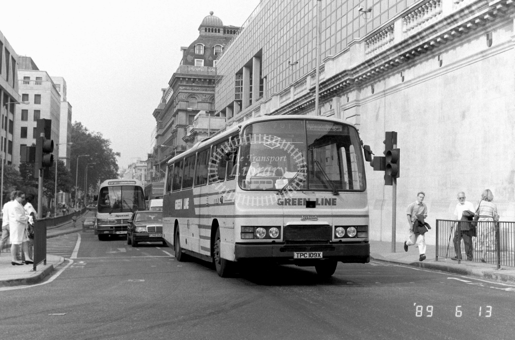 London Country North West Green Line Leyland Tiger Class TL TL9 TPC109X at Victoria ,Buckingham Palace Rd.  in 1989 on route 701 - Russell Fell