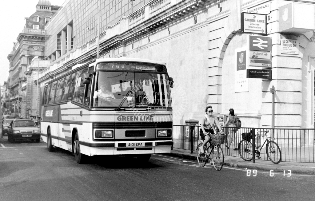 London Country North West Green Line Leyland Tiger Class TP TP1 A101EPA at Victoria ,Buckingham Palace Rd.  in 1989 on route 768 - Russell Fell