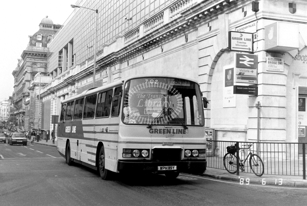 London Country North West Green Line Leyland Tiger Class TL TL19 WPH119Y at Victoria ,Buckingham Palace Rd.  in 1989 on route 702 - Russell Fell