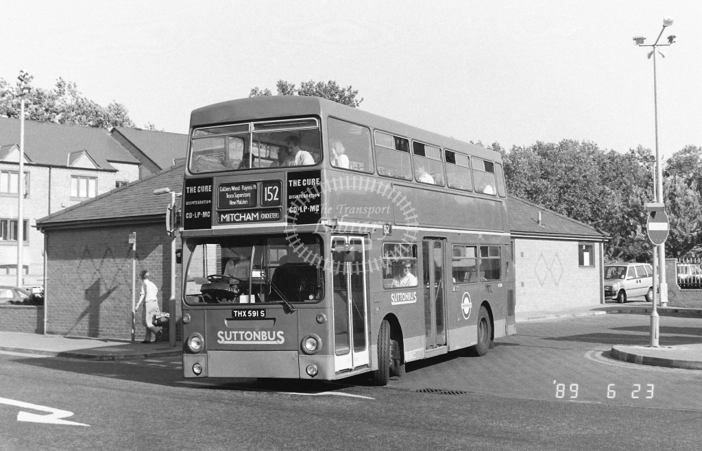 Sutton Bus Daimler Fleetline Class DMS DMS2591 THX591S at Kingston ,Fairfield Bus Stn.  in 1989 on route 152 - Russell Fell