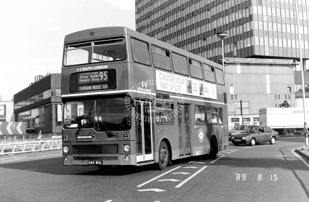 South London MCW Metrobus Class M M1084 B84WUL at Elephant & Castle ,LT Station  in 1989 on route 95 - Russell Fell