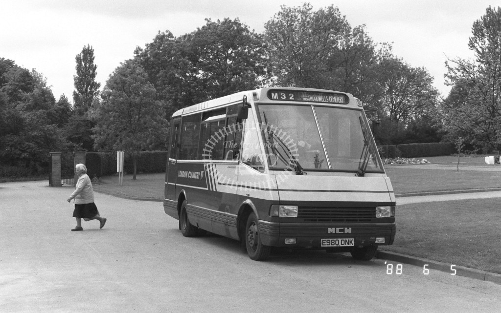 London Country North West MCW Metrorider E980DNK E980DNK  at Hemel Hempstead , Woodwell Cemetery  in 1988 on route  M32  - Russell Fell