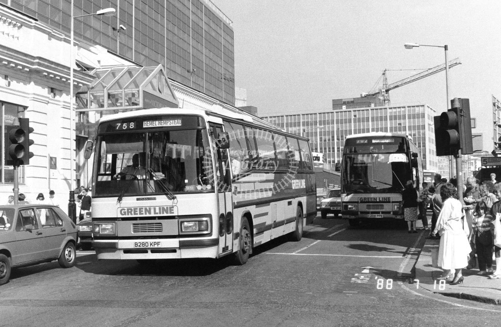 London Country North West Leyland Tiger TPL80 B280KPF  at Victoria , Ecclestone Bridge  in 1988 on route  758  - Russell Fell