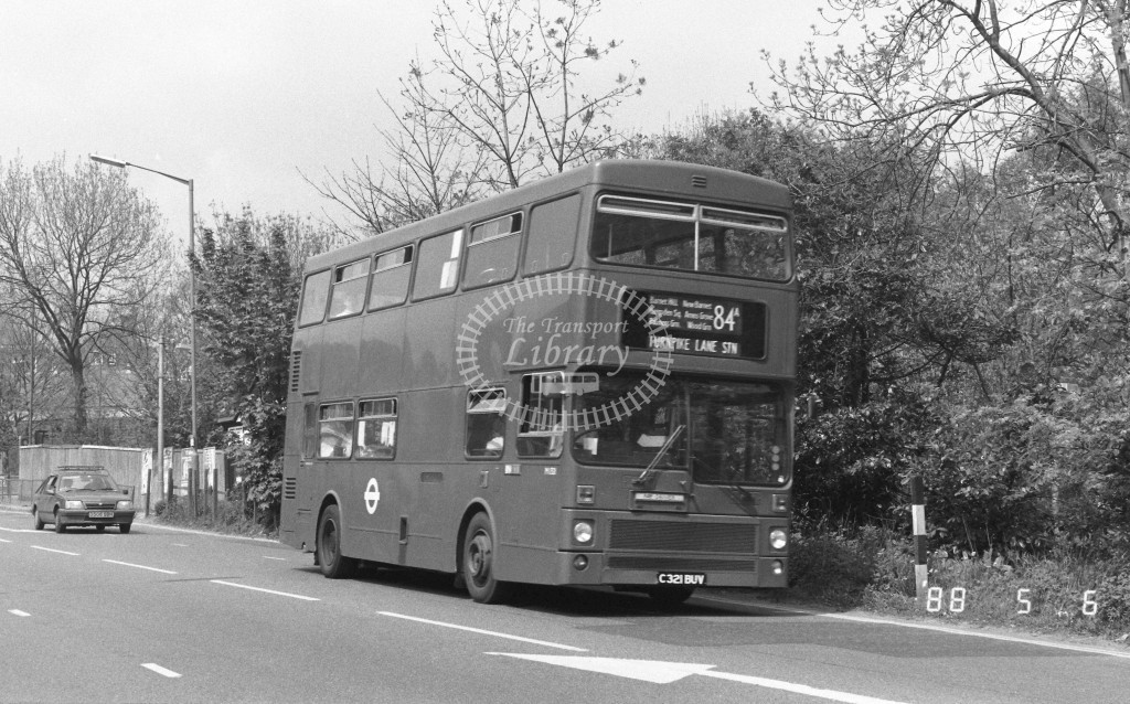 London Buses MCW Metrobus M1321 C321BUV  at Barnet , Barnet Hill  in 1988 on route  84A  - Russell Fell