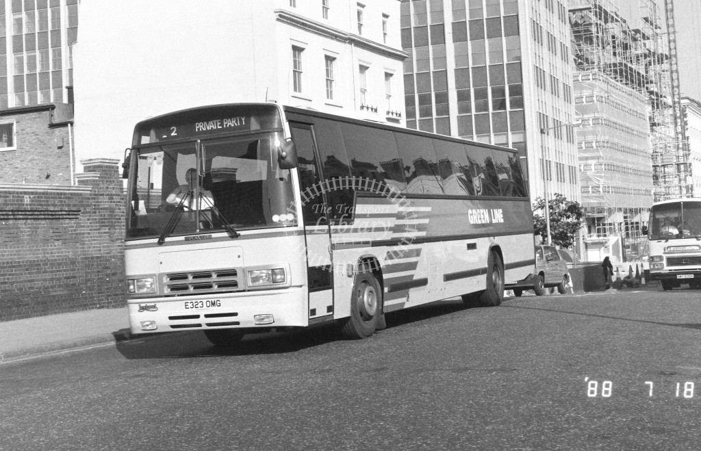 London Country North West Leyland Tiger TPL98 E323OMG  at Victoria , Ecclestone Bridge  in 1988 on route  Private  - Russell Fell