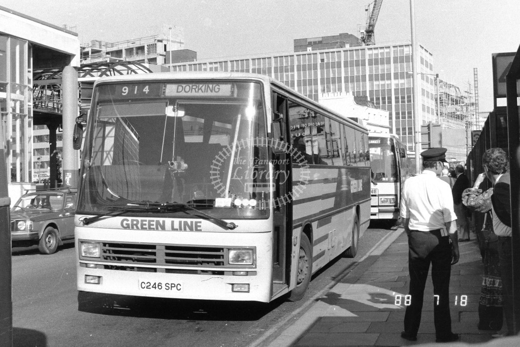 London Country South West Leyland Tiger TDL46 C246SPC  at Victoria , Ecclestone Bridge  in 1987 on route  914  - Russell Fell