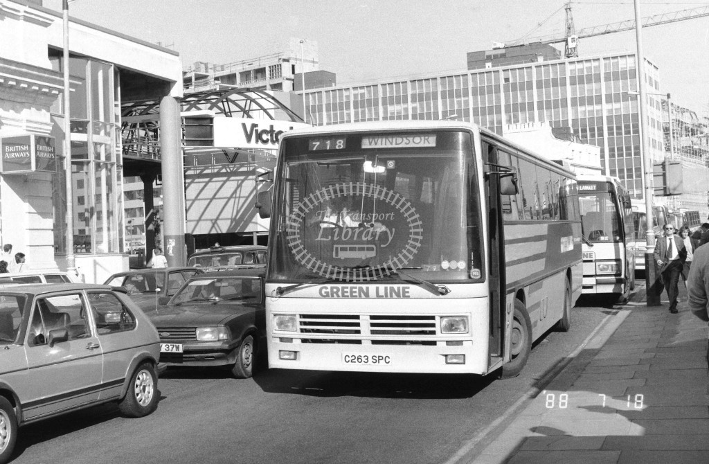 London Country South West Leyland Tiger TDL63 C263SPC  at Victoria , Ecclestone Bridge  in 1987 on route  718  - Russell Fell