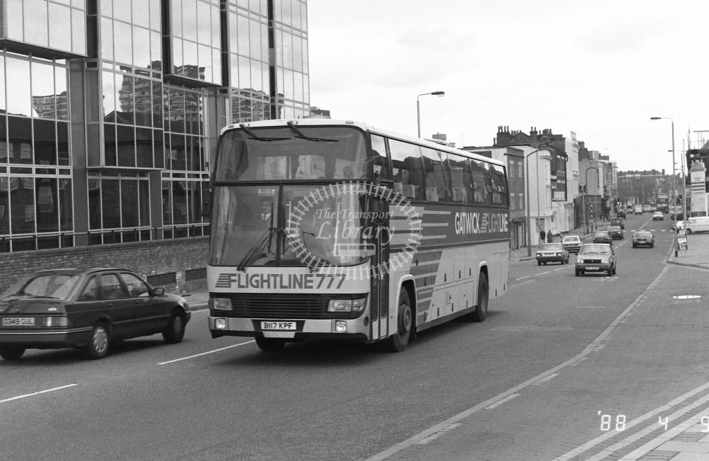London Country South West Leyland Tiger BTL17 B117KPF  at Battersea , Bridge Road  in 1988 on route  777  - Russell Fell