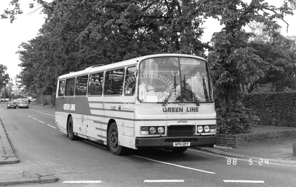 London Country South West Leyland Tiger Class TL TL21  on route 727 WPH121Y  at Crawley  in 1988 - Russell Fell