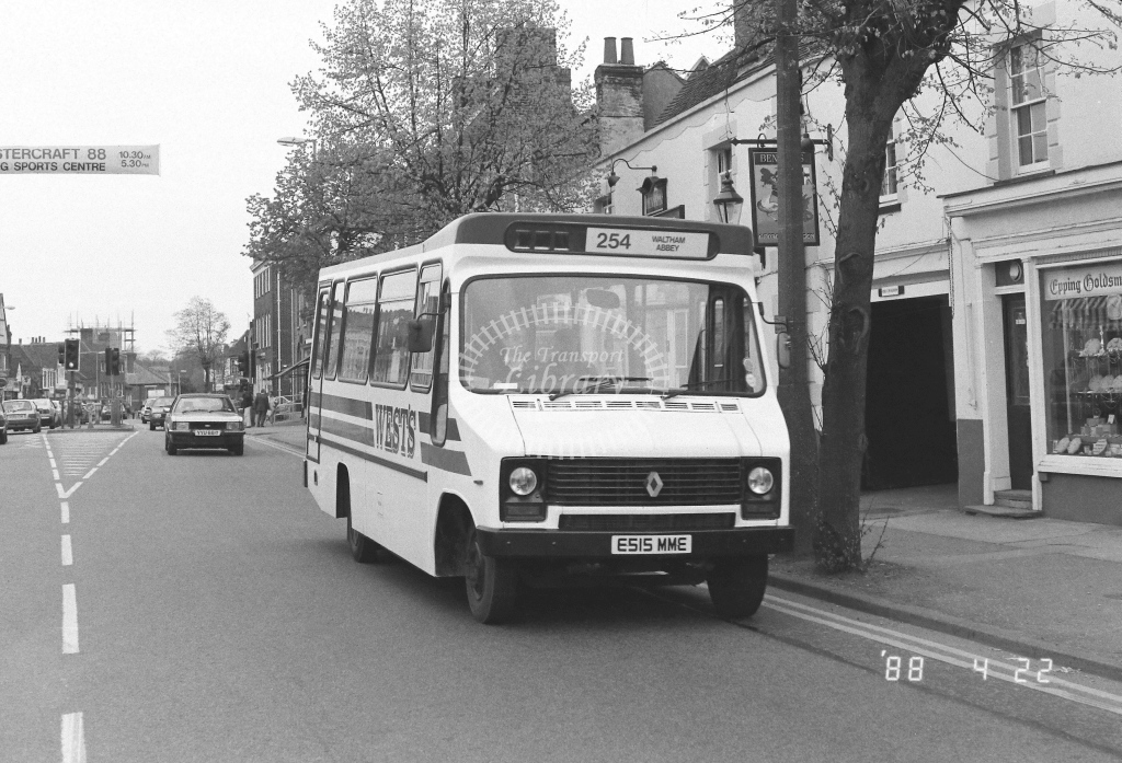 Wests Coaches Renault  on route 254 E515MME  at Epping  in 1988 - Russell Fell