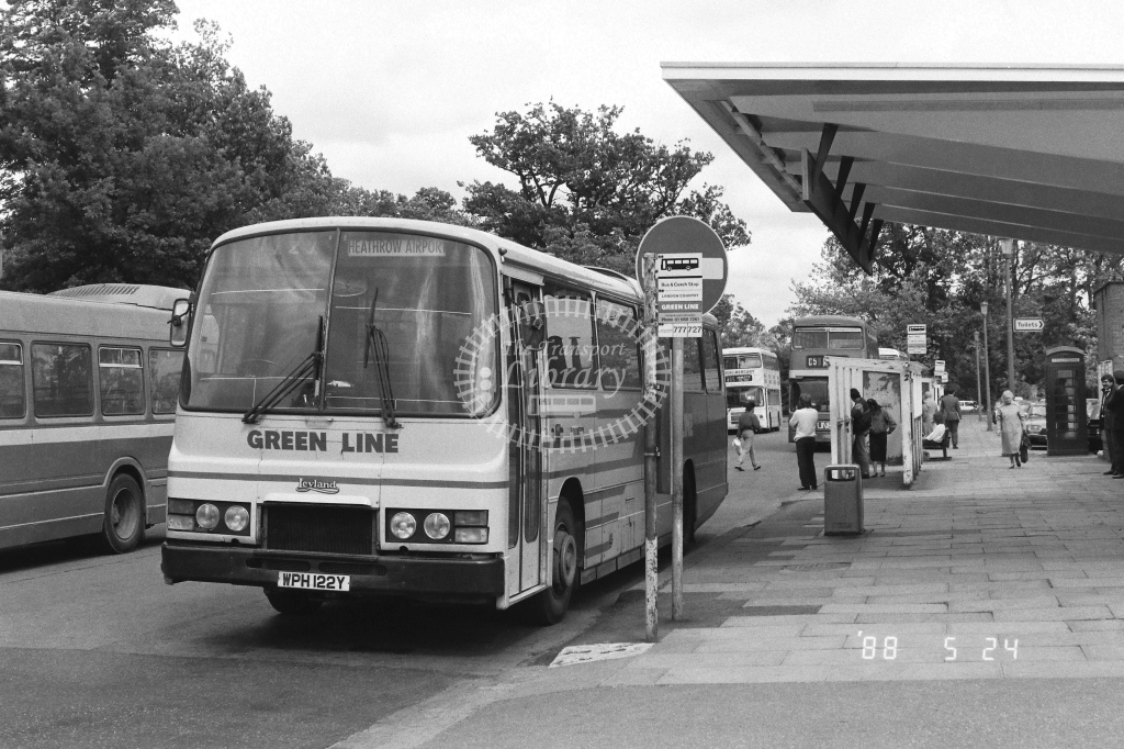 London Country South West Leyland Tiger Class TL TL22  on route 727 WPH122Y  at Crawley  in 1988 - Russell Fell