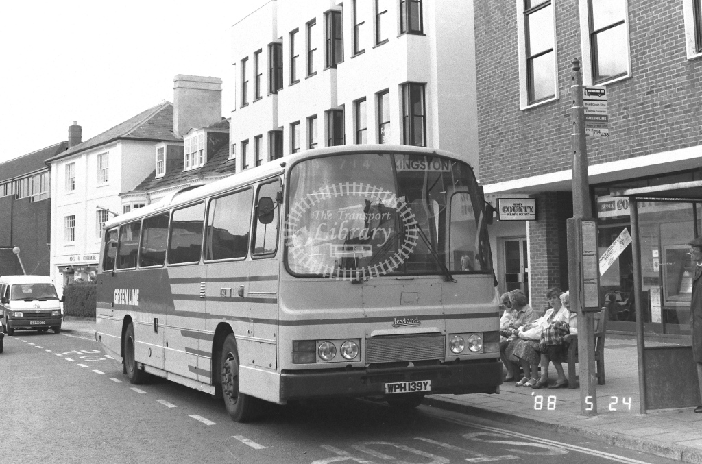 London Country South West Leyland Tiger Class TL TL39  on route 714 WPH139Y  at Horsham   in 1988 - Russell Fell