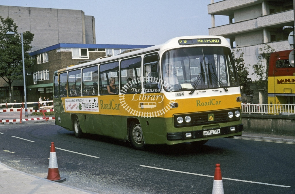 Lincolnshire Road Car Leyland PSU3F 1454 AGR236W  at Doncaster  in 1995 - Aug - Roy Marshall