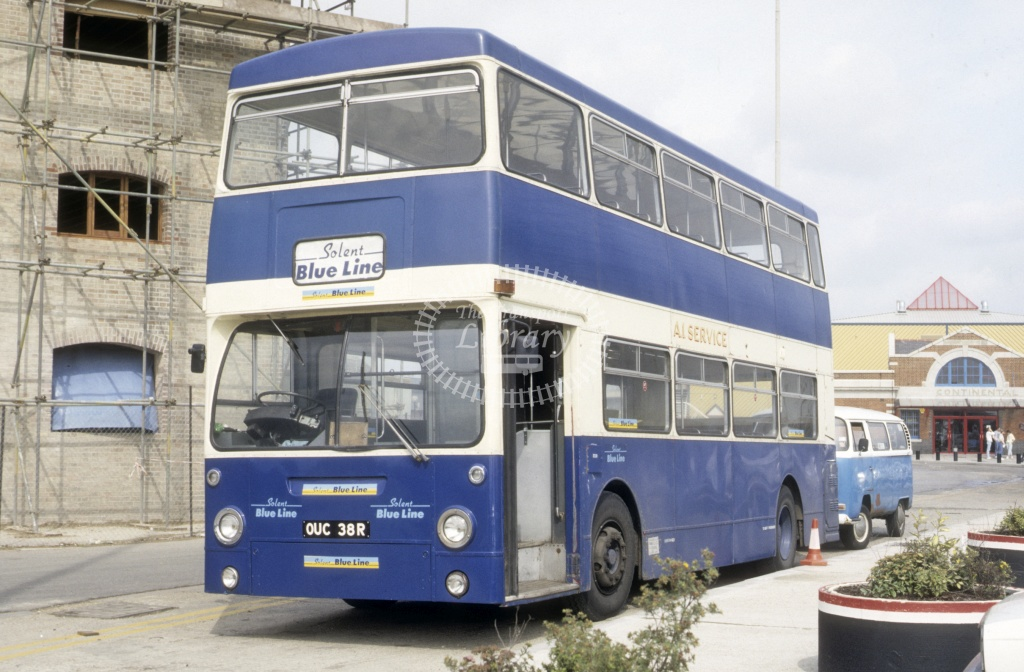 Solent Blue Line Leyland FE30 OUC38R  at Southampton  in 1987 -  Jul  - Roy Marshall