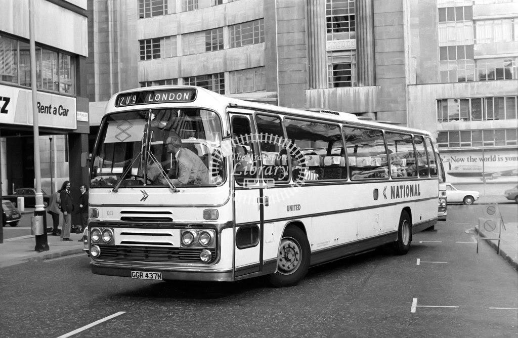 United Leyland Leopard 1333 GGR437N at Victoria in 1975 on route 209 - Vic Zealey